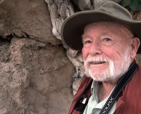 پروفسور اندرسون در نمایی از مستند در قلمرو دم عنکبوتی